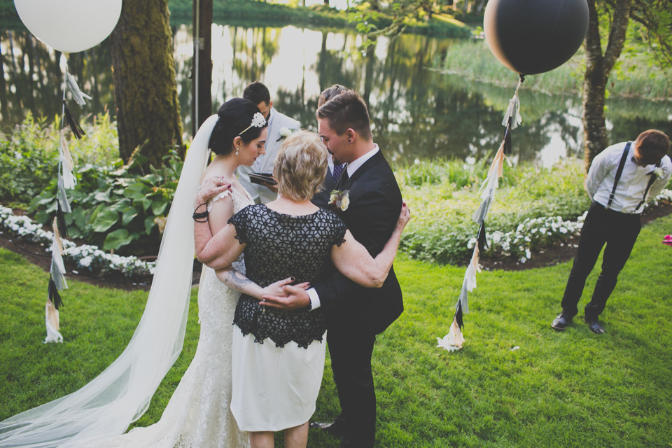 journalistic wedding photographer portland or